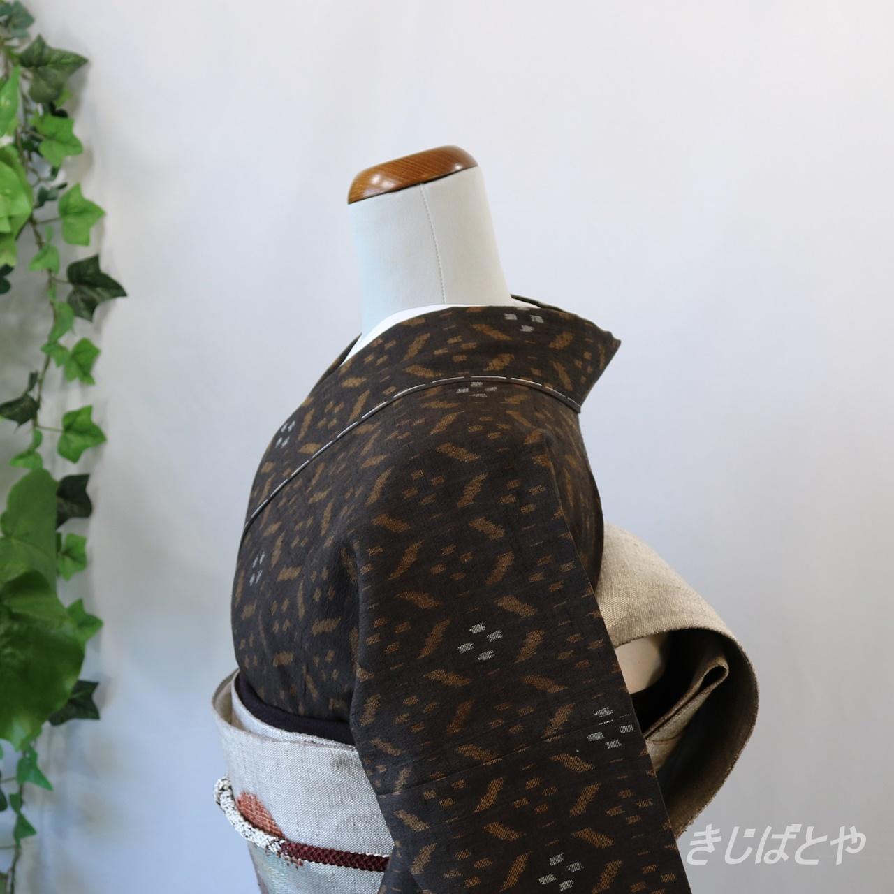 結城紬 鳶茶色の総柄 単衣