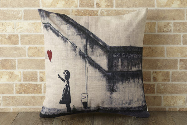 バンクシー Banksy クッションカバー ハートバルーンガール