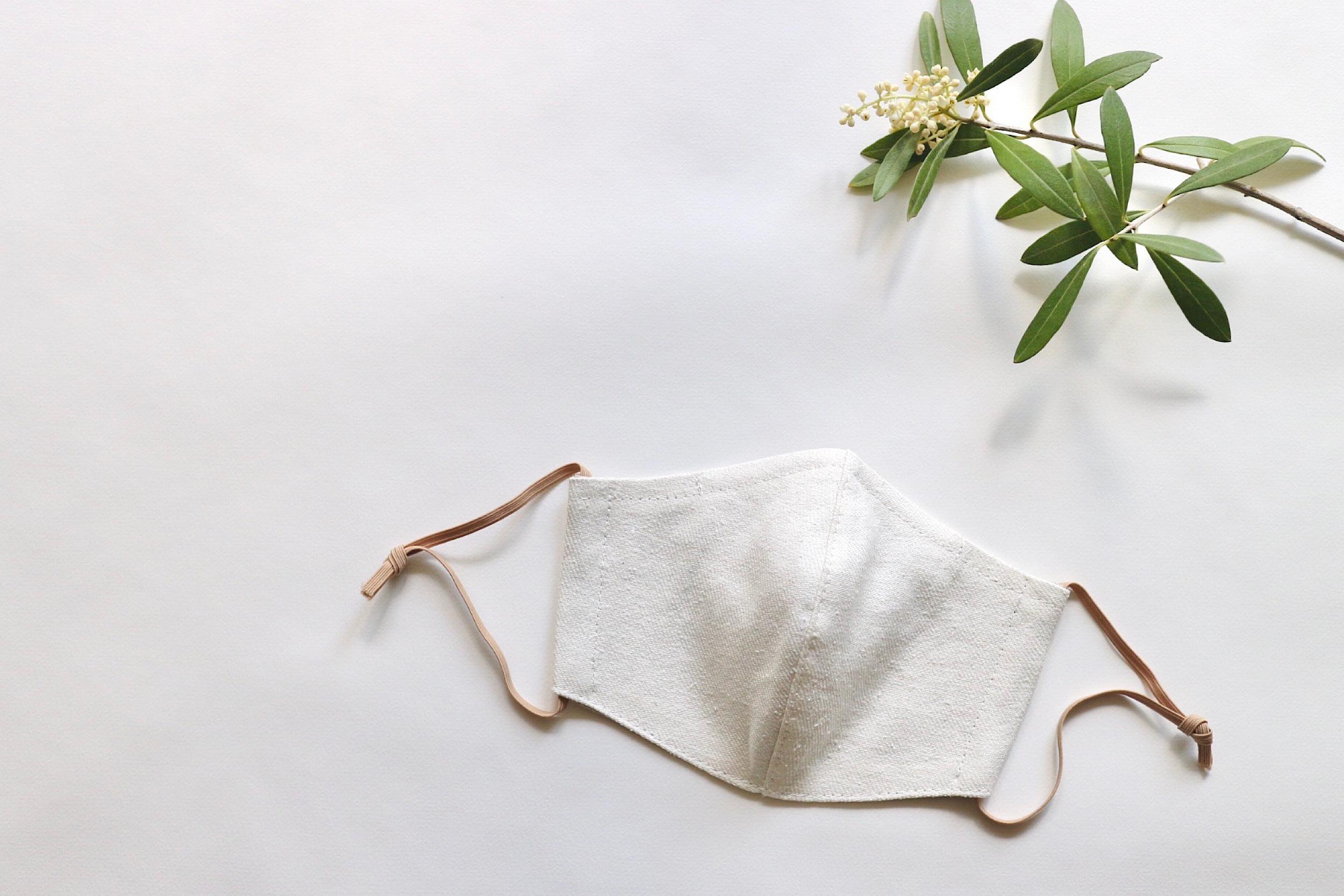 【夏マスクに!】リネンのカラーマスク(リバーシブル) シルクリネンオフホワイト × ベージュ(生成) 1枚 【Mサイズ 女性用】