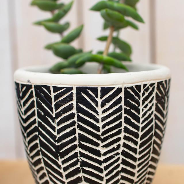 ヘリンボーン柄の植木鉢(モノトーン)