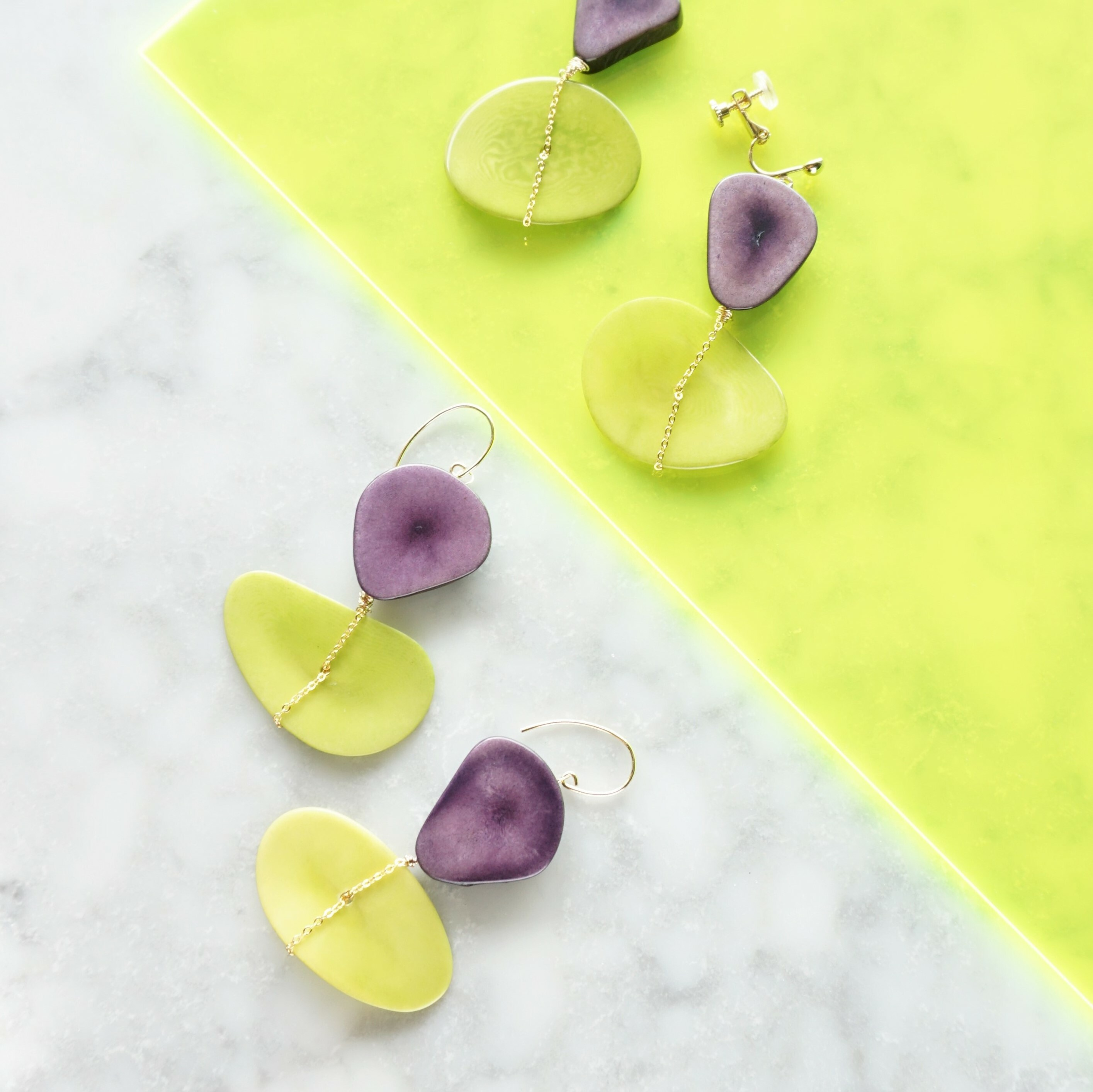 送料無料14kgf*Purple x L Green Tagua Nuts slice pierced earring