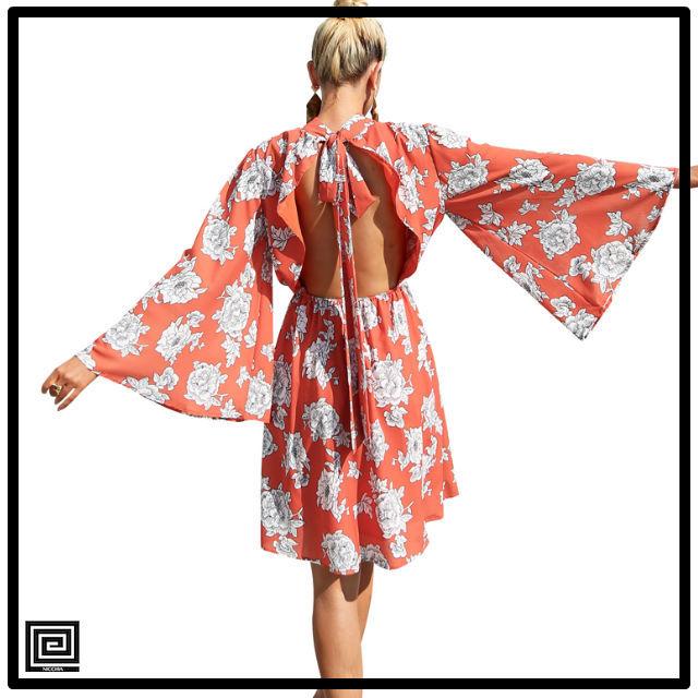 フラワープリントフレアスリーブバックレスドレス