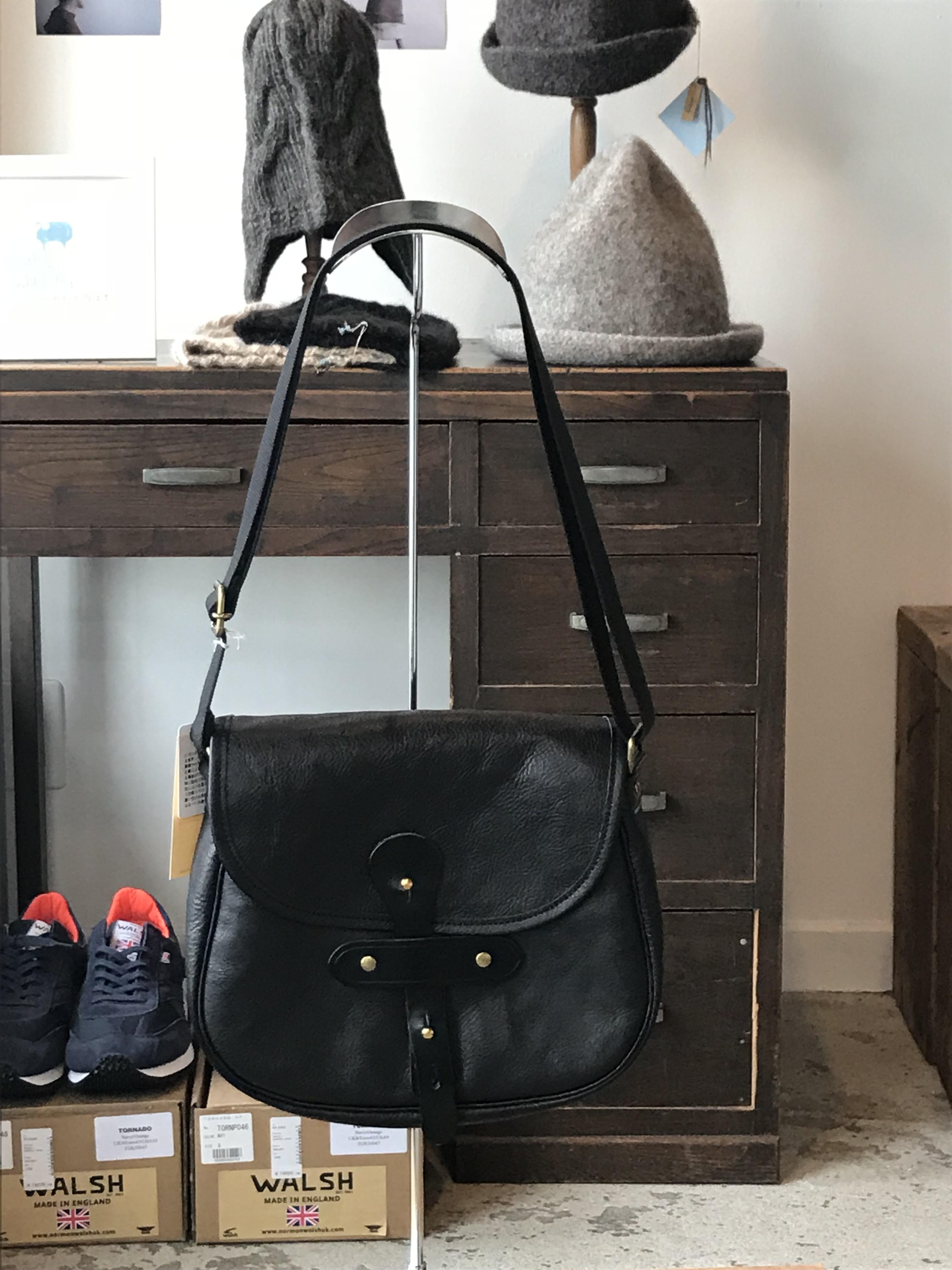 suolo(スオーロ) GRAB leather BLACK