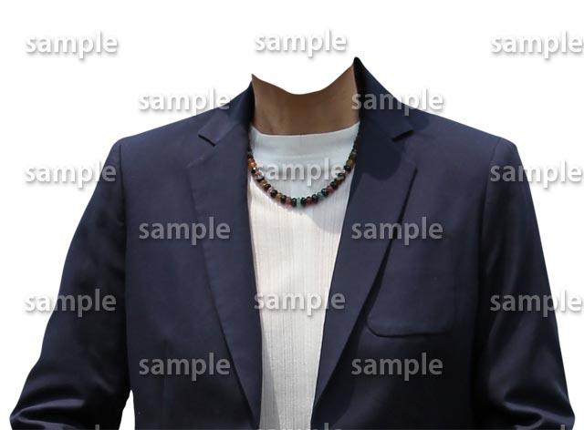 女性紺スーツ正面