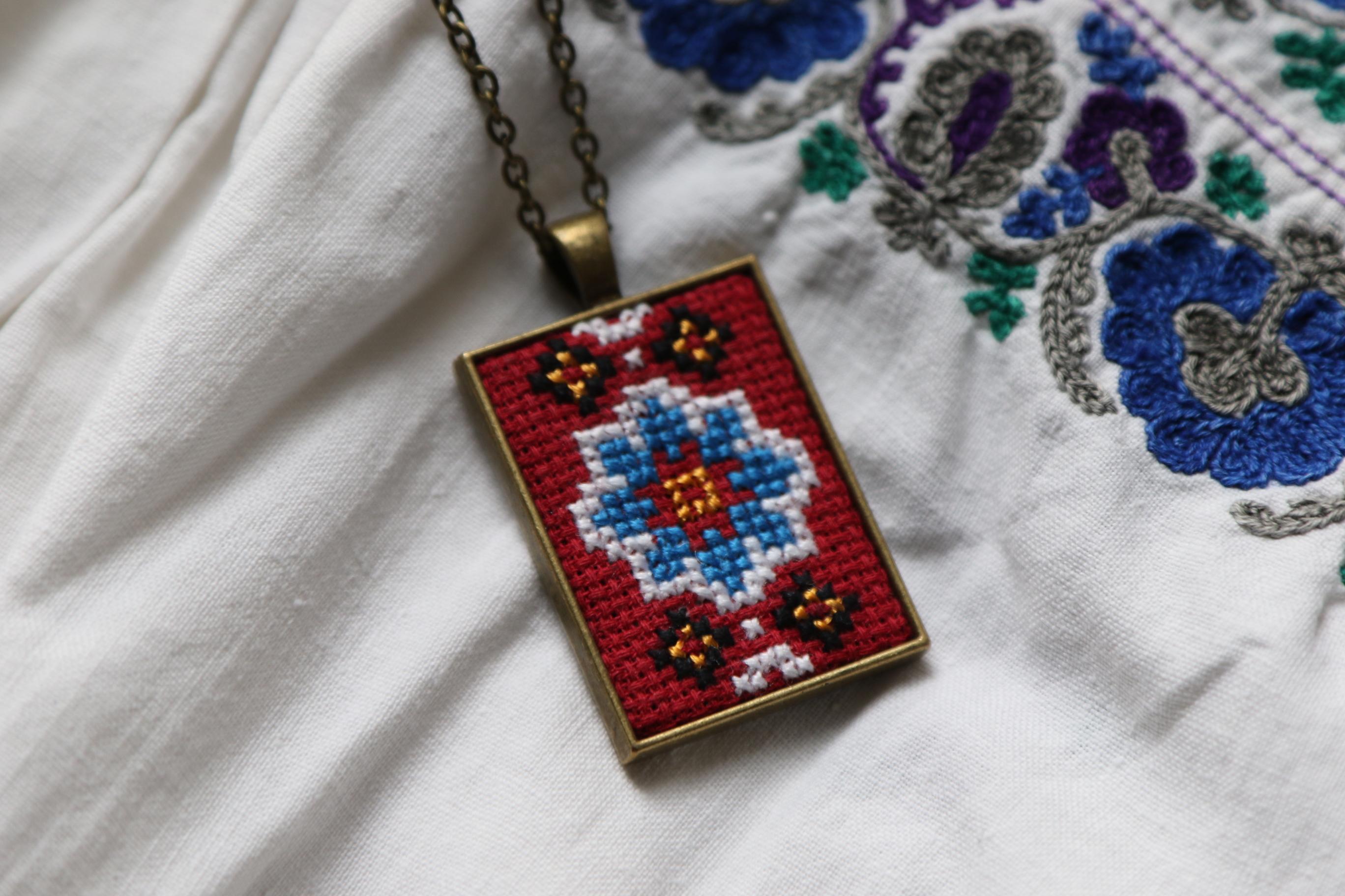 ウクライナ刺繍ペンダント Red&Blue