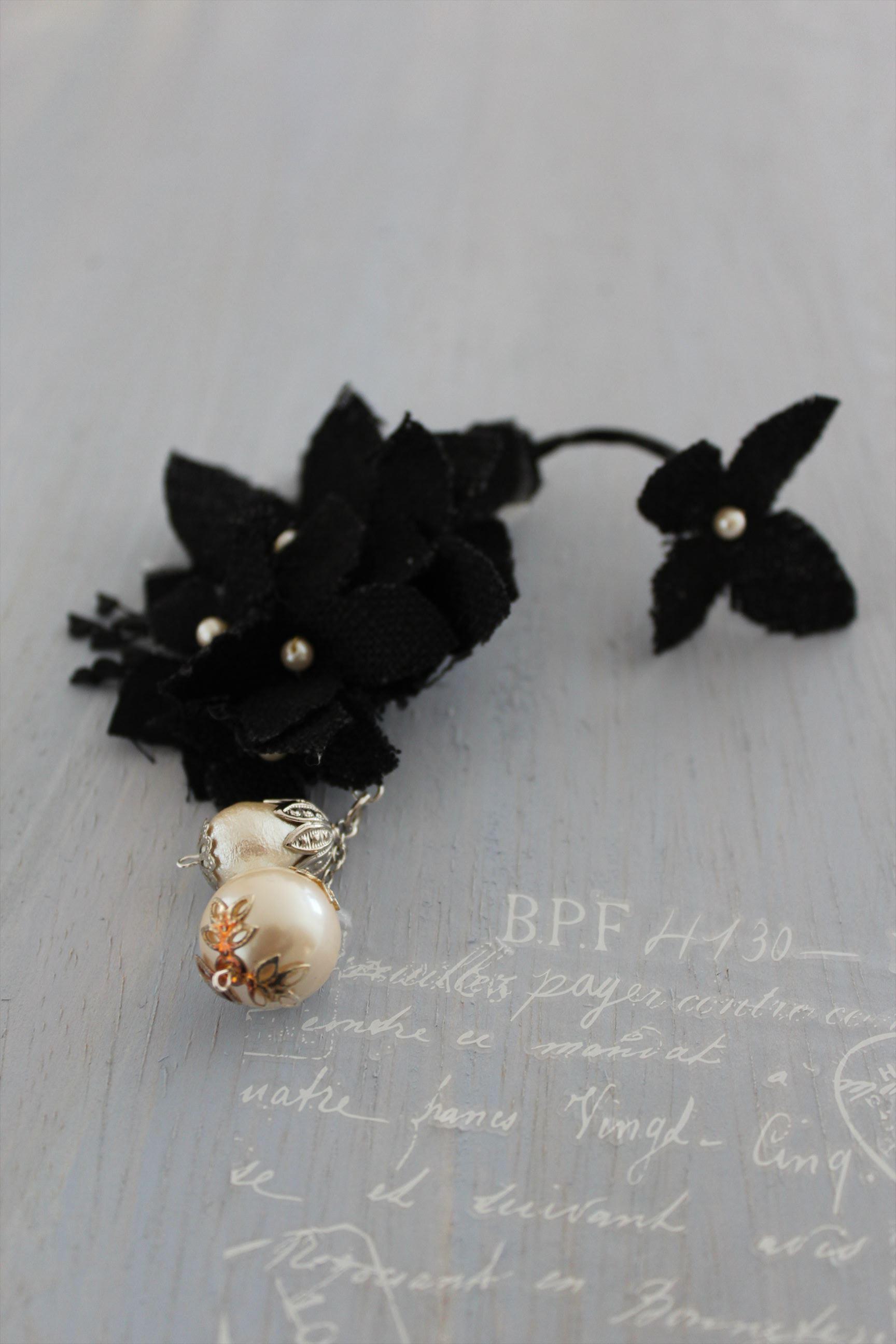 リネンの花とパールのイヤーフック(英 Black) 右耳用