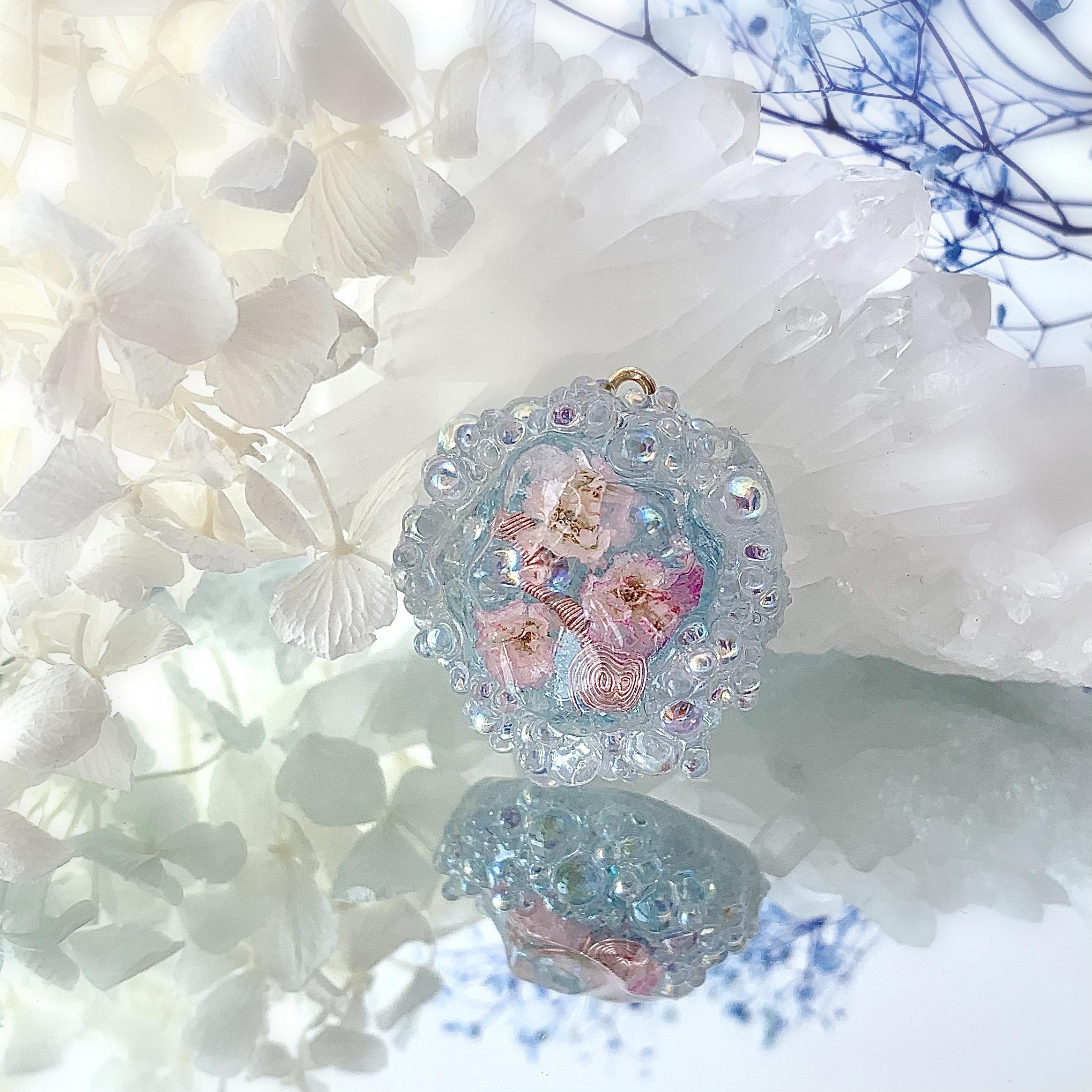 『こころ解きはなつ花筏』/浄化の泡オルゴナイト