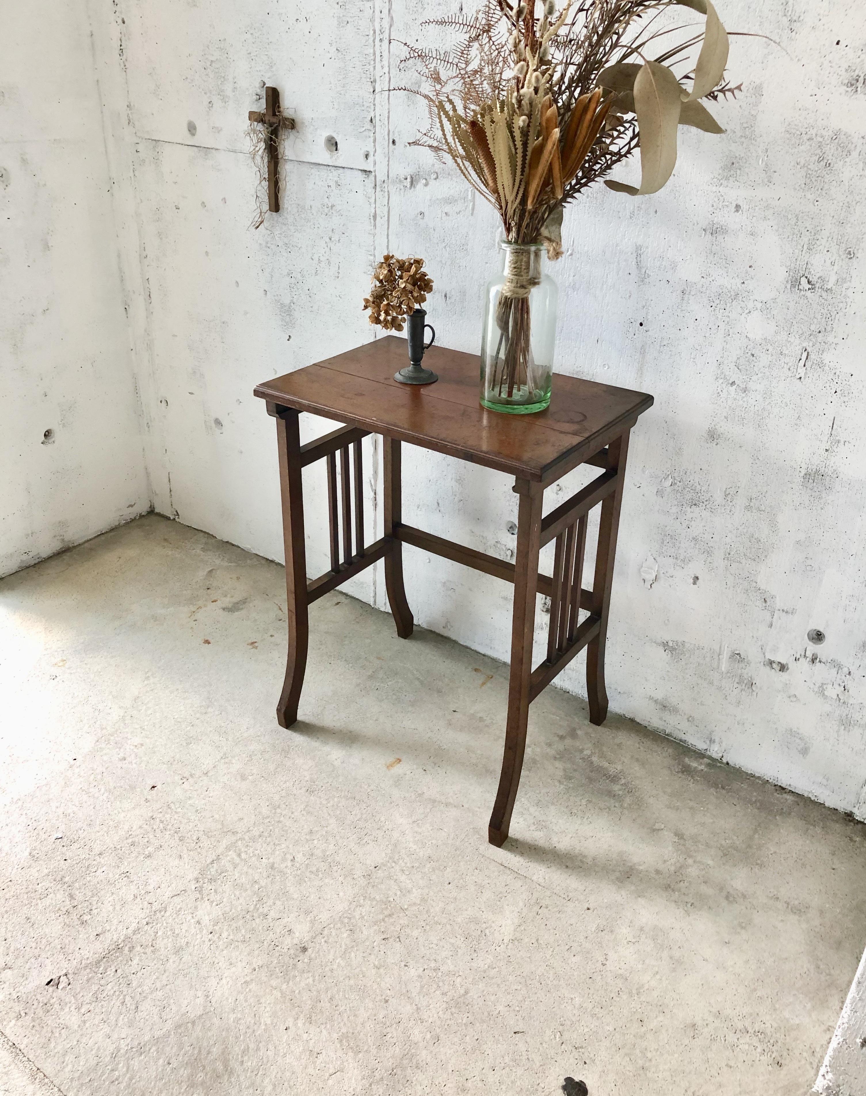 上品な佇みの飾り台[古家具]