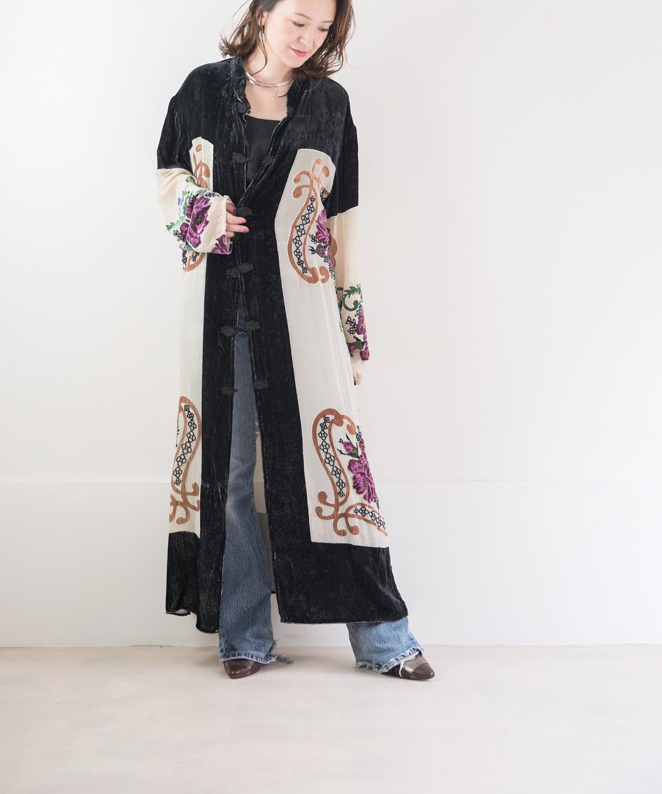 ◼︎70s vintage velvet beaded long coat from U.S.A.◼︎