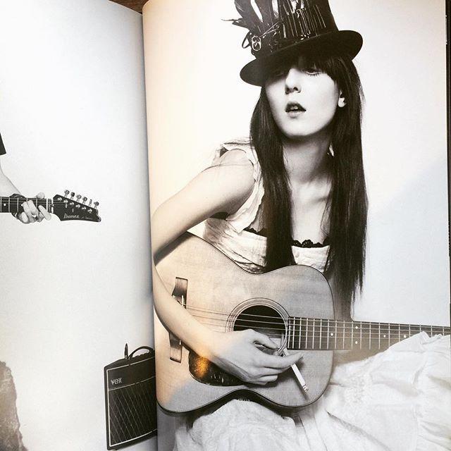 写真集「Guitar Eros/Jean-Baptiste Mondino」 - 画像2