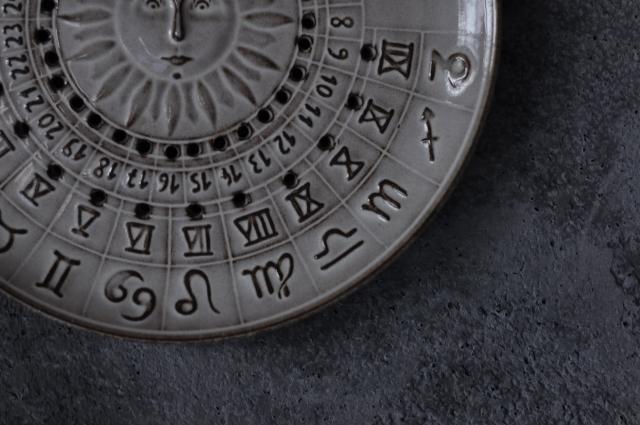 壁掛けカレンダー皿