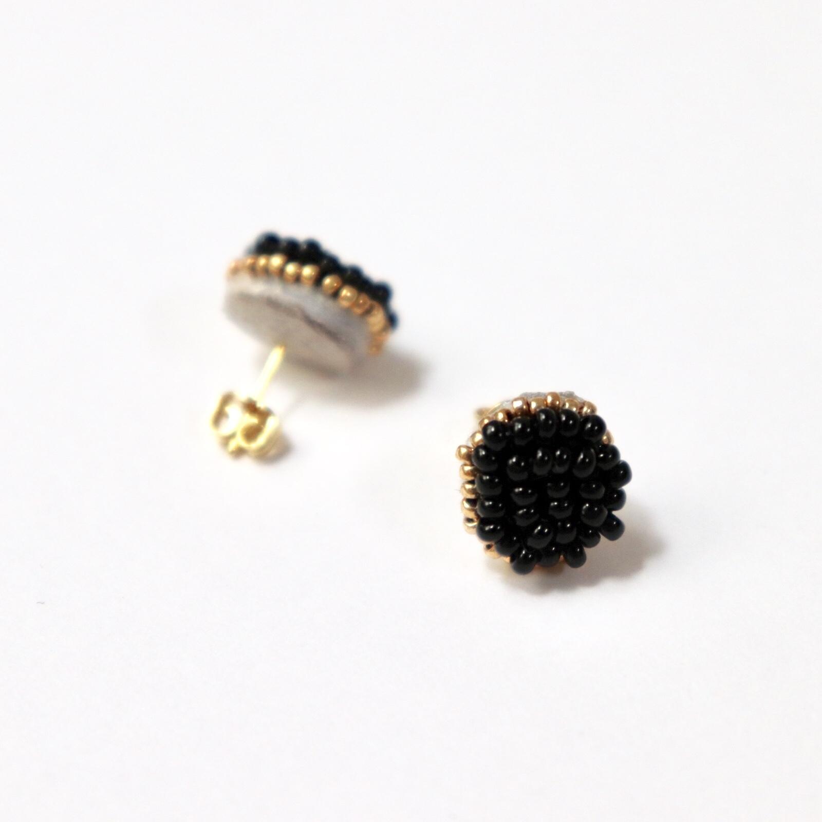 一粒ビーズ刺繍ピアス/ブラック