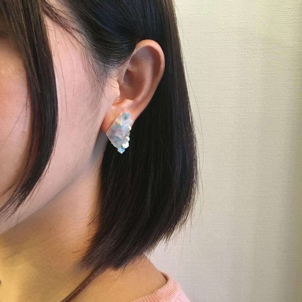 【  アシンメトリー煌めくトライアングルピアス /5色展開 】