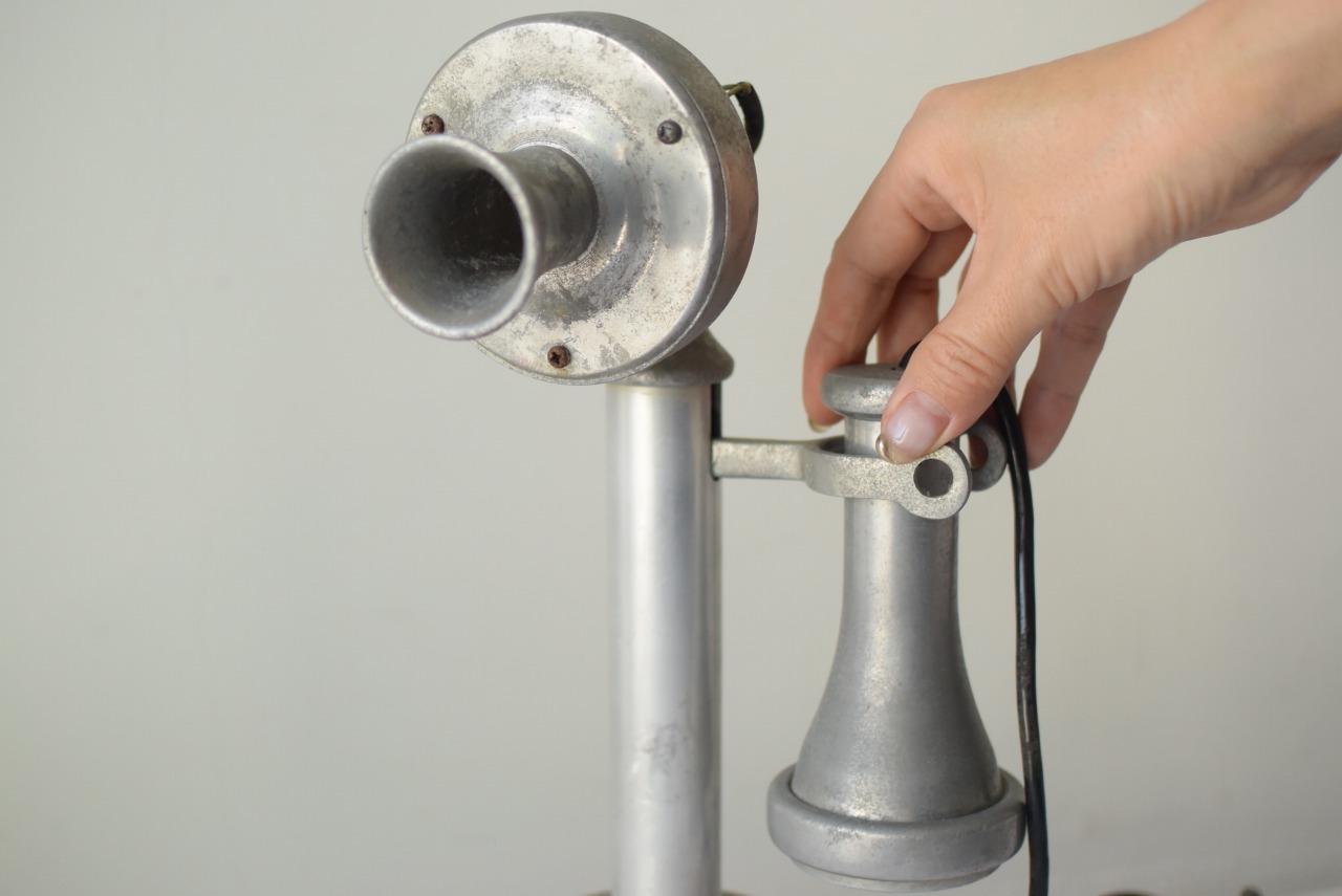 アルミの電話機