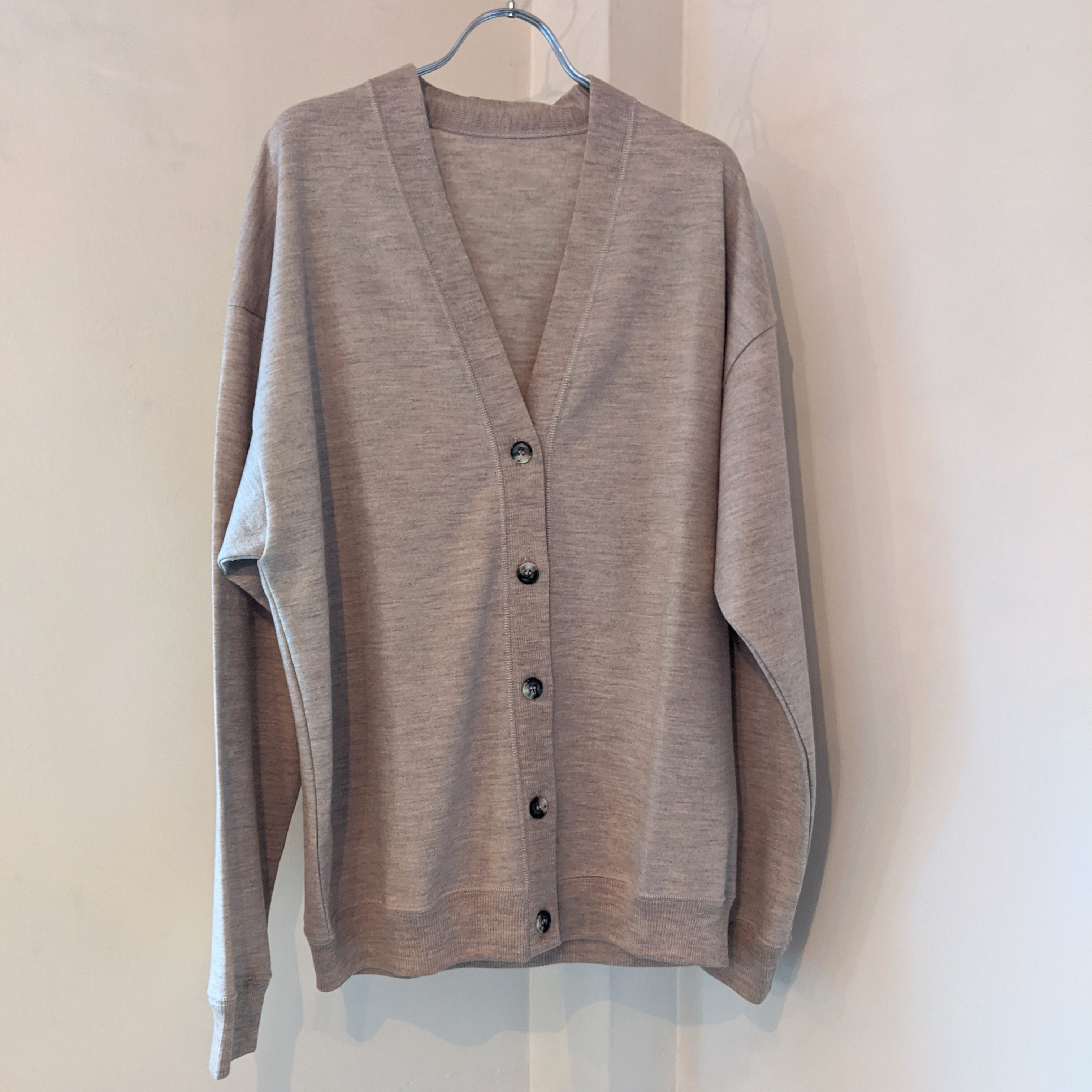 【 habille 】アビエ / washable wool jersey v-neck cardigan/ カーディガン / top beige トップベージュ/カットソー