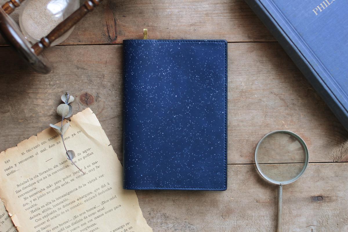 藍染革[migaki]ブックカバー(真鍮しおり付) 【数多】