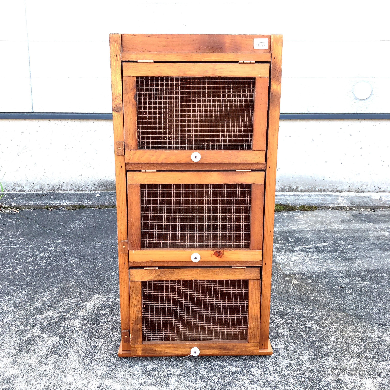 品番0523 カントリー チェスト 3段 木製 収納棚 メッシュ扉  アンティーク 家具