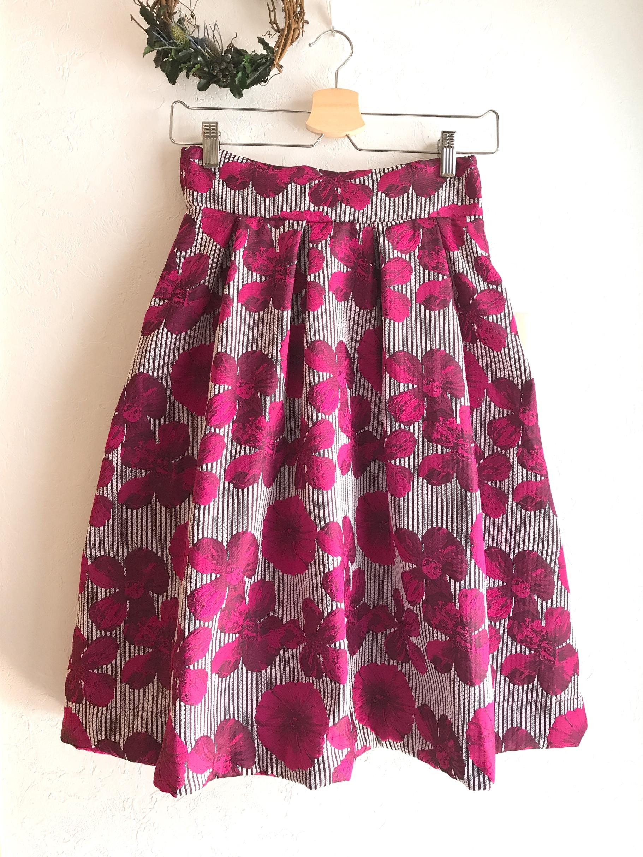 二種類の花柄の上品フレアスカート ピンク