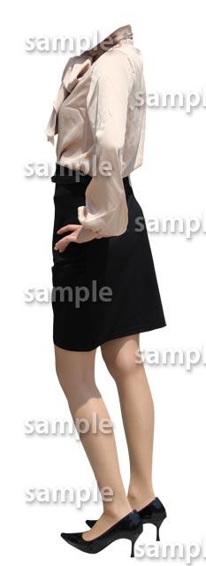 女性全身ブラウス黒スカート横向き