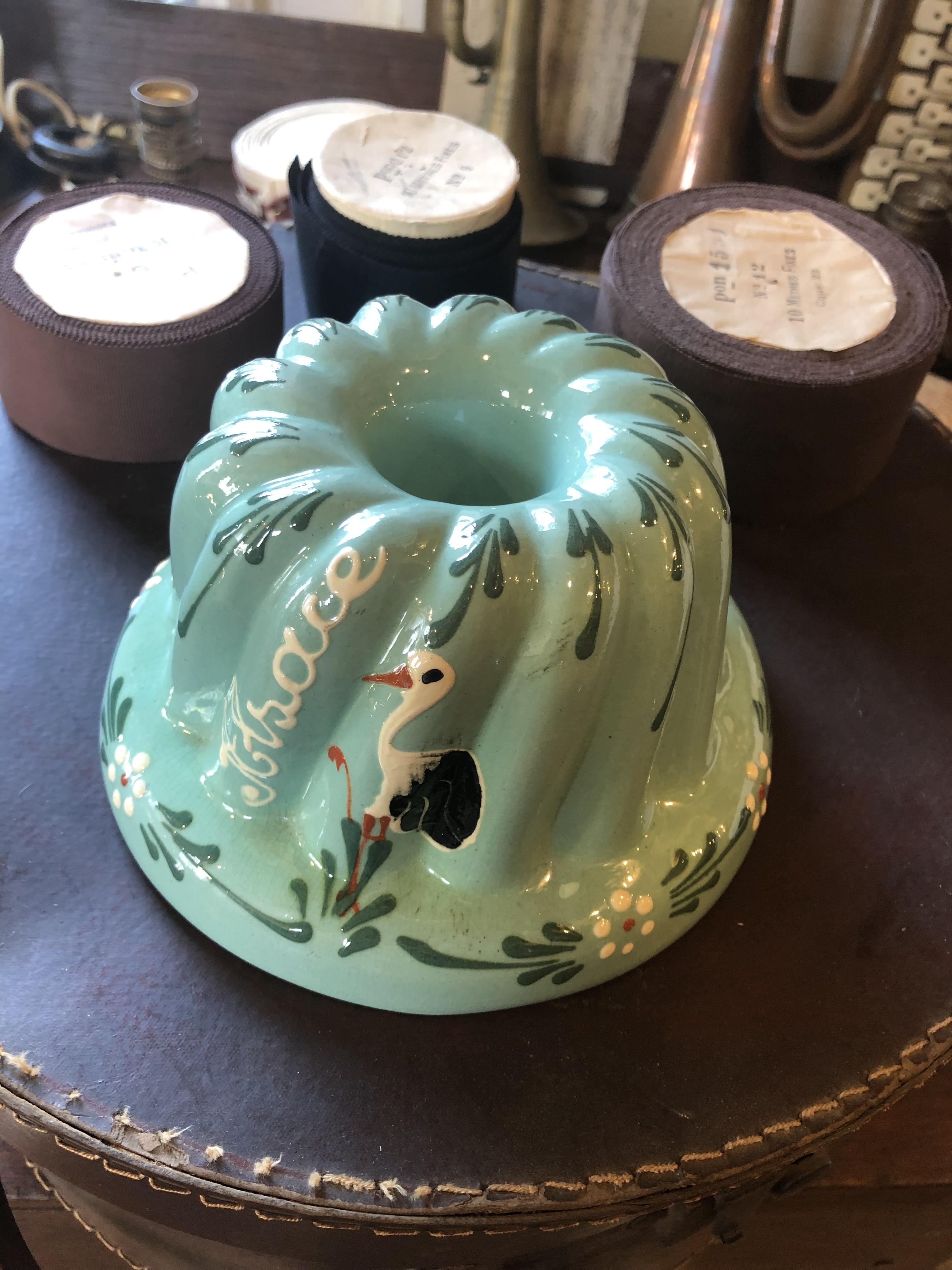 フランスアルザス地方 陶器のクグロフ型 コウノトリ絵柄アクアグリーン