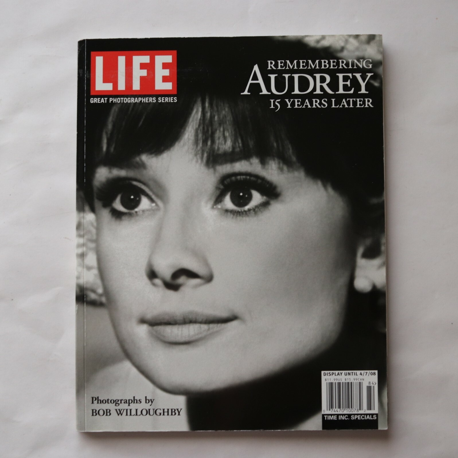 Remembering Audrey 15 Years Later / Bob Willoughby (写真)  Editors of LIFE Magazine