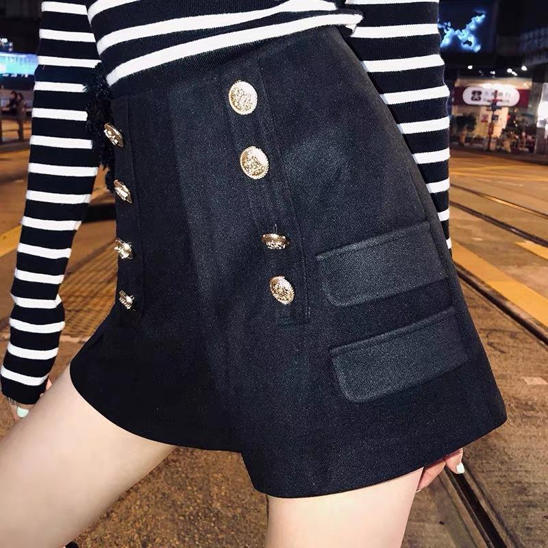 side two pocket short pants