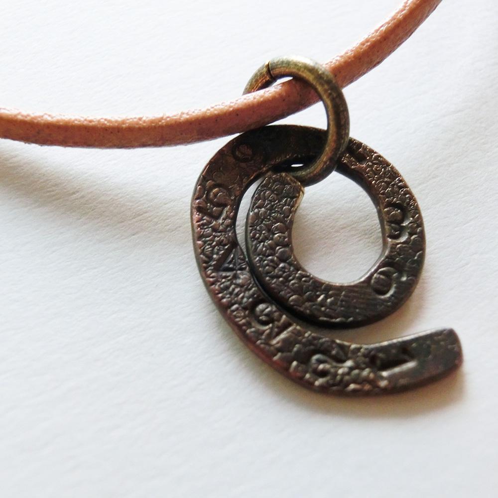 【ミミズ】b の化石  ~  ペンダントトップ ※革紐やチェーンは付属いたしません。☆ 真鍮 #1307