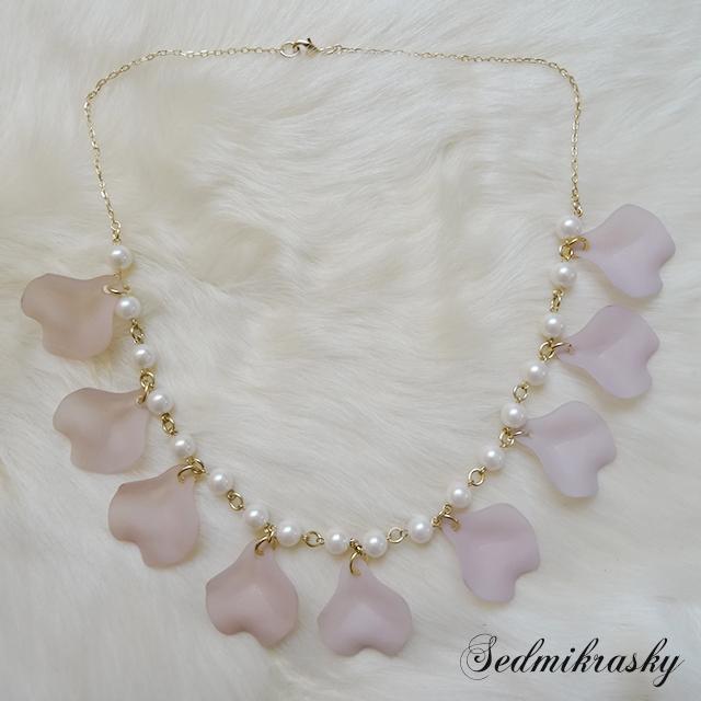Sedmikrasky セドミックラスキー バラの花びらネックレス / ホワイト