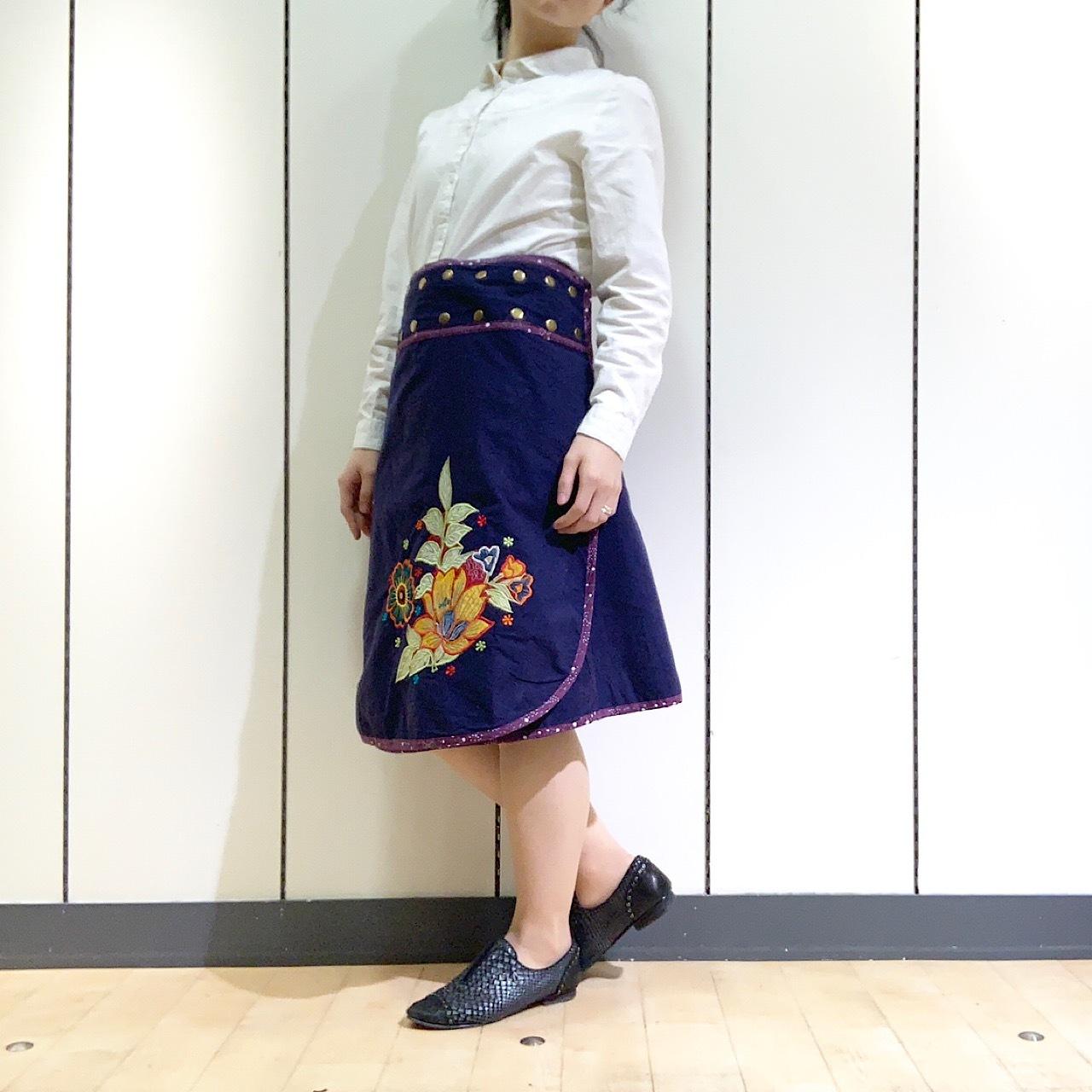 emcn-003 刺繍スナップスカート 紺・紫