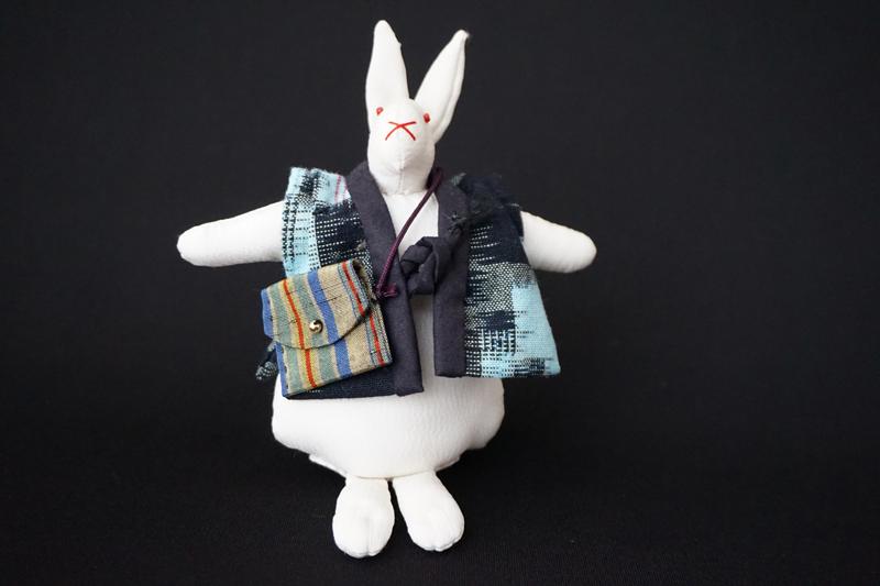 着物、和服の古布人形「ちゃんちゃんこを着たうさぎ」白 - 画像2