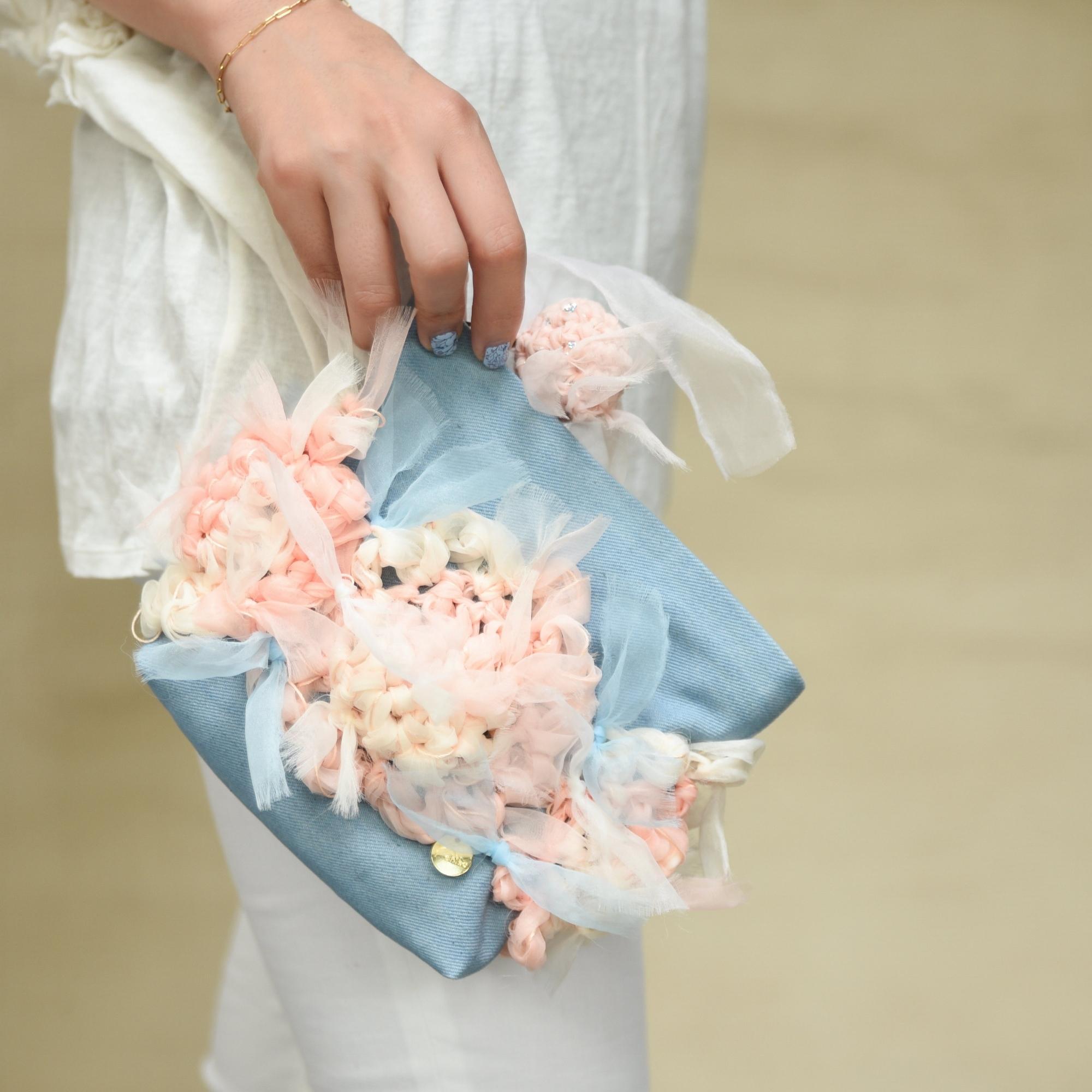 Lovely Pastel~咲き編みフラワー×デニムポーチ