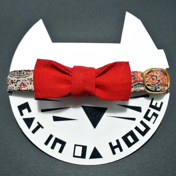 cat's collar vintage printed fabric  904
