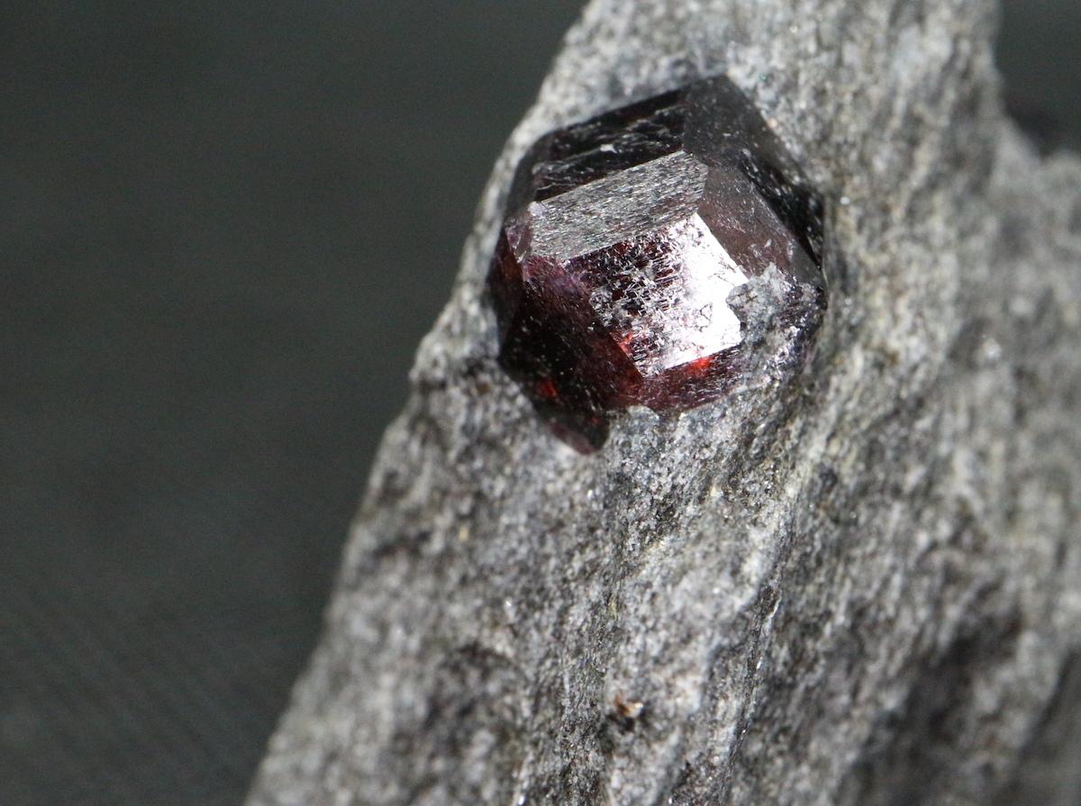 アルマンディン ガーネット 柘榴石 105,5g  原石 GN044 鉱物 標本 原石 天然石
