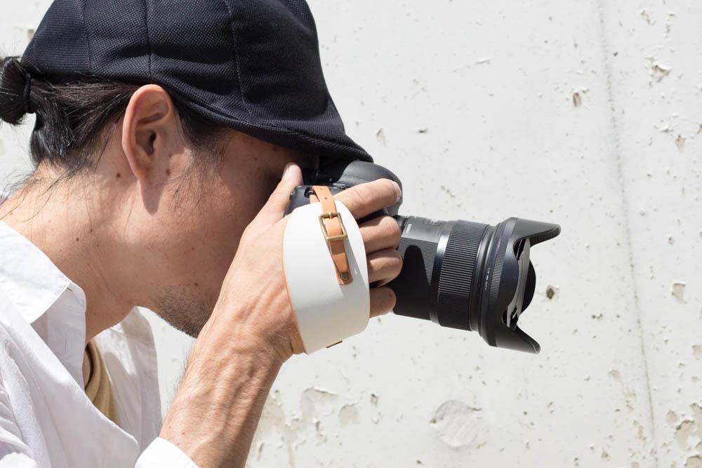 ナチュラルホワイトのカメラハンドストラップ