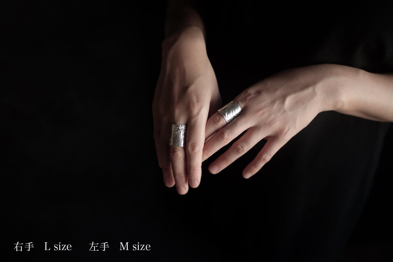 しわの太い指輪
