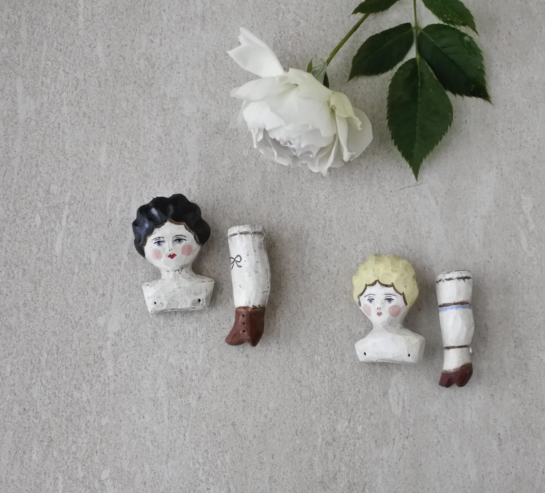 kinopoe / チャイナヘッドドールと脚のブローチ