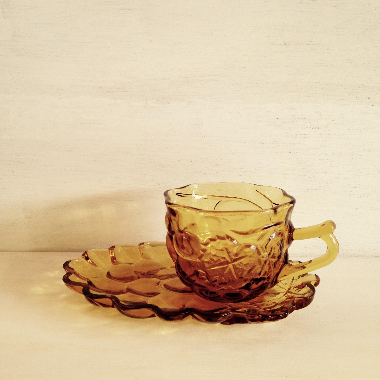 アンバー色ガラスのカップ&ソーサー 葡萄 昭和レトロ( SOGA製)