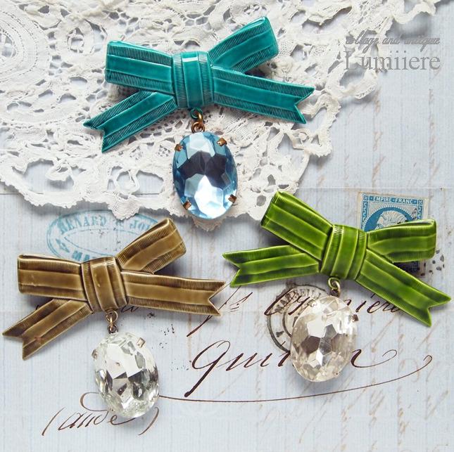 ribbon brooch and postcard set
