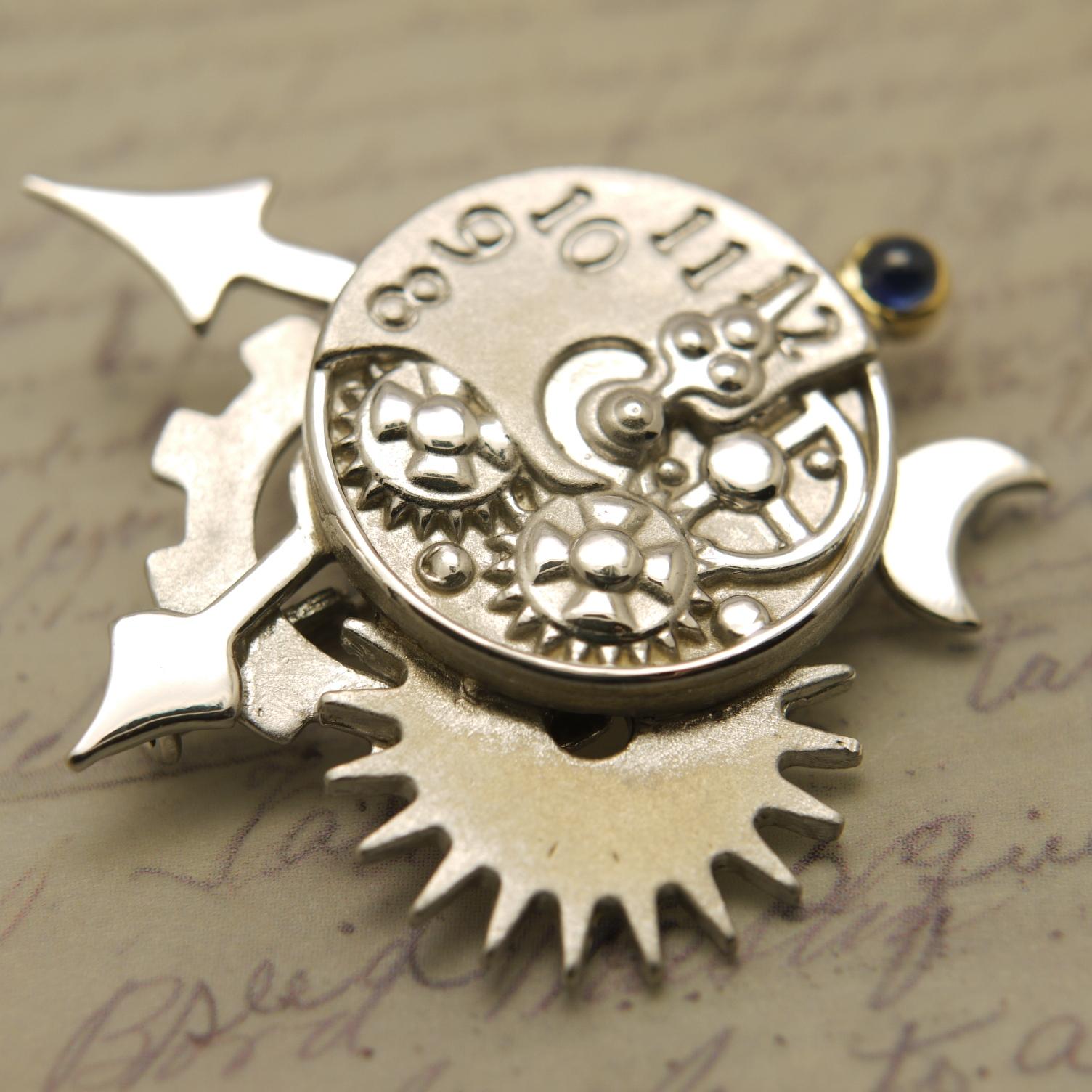 スチームパンク風に時計と歯車をベースにデザインしたペンダント&ブローチ