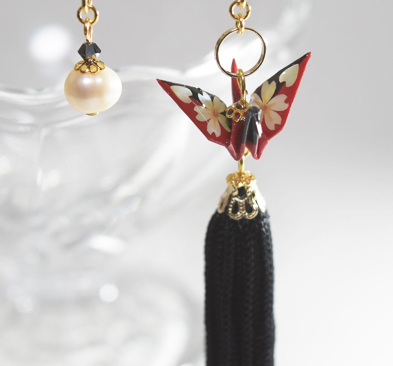 桜螺鈿折り鶴タッセルブラックレッド