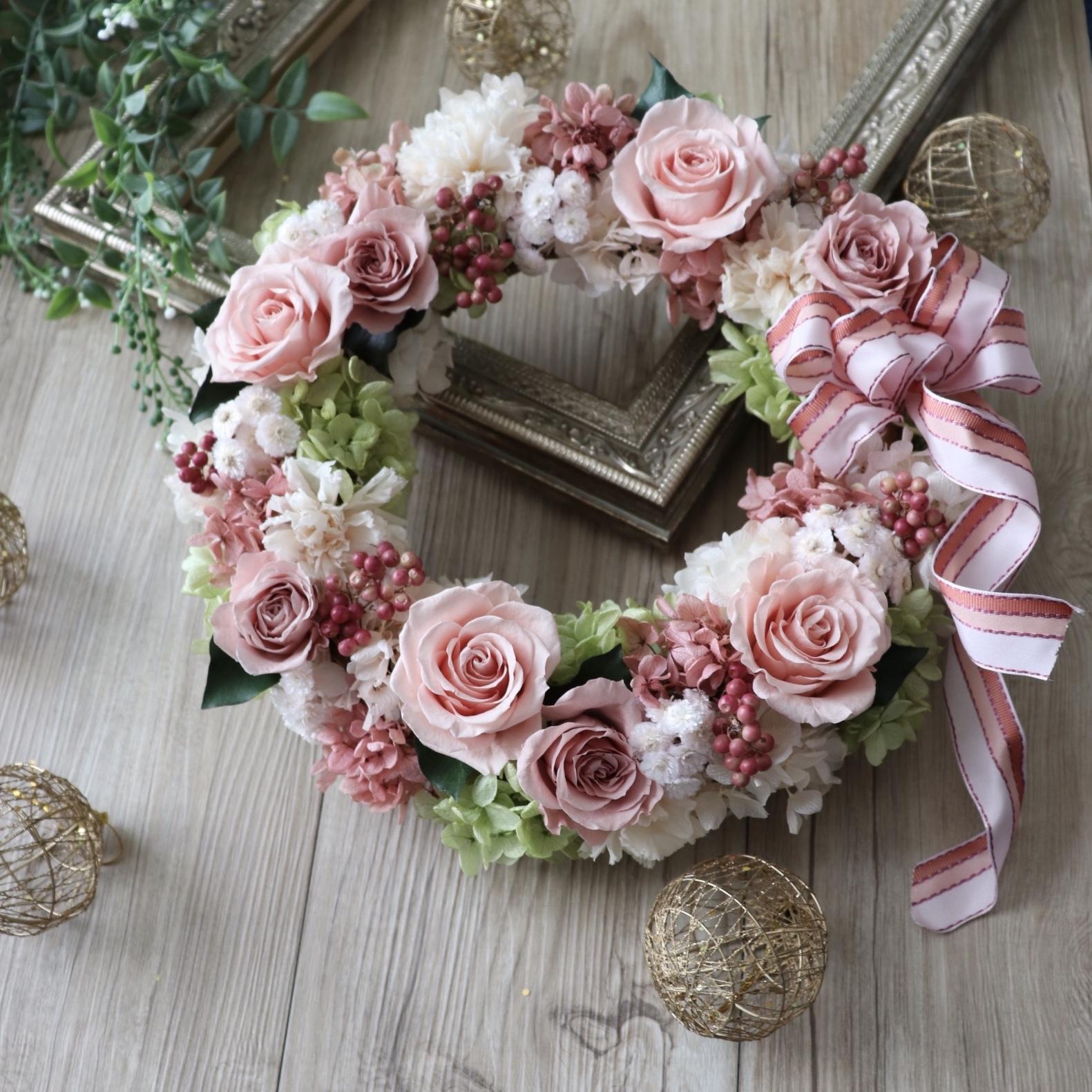 結婚式やお祝いに【プリザ】バラ・カーネーション・紫陽花のリース 直径約28cm