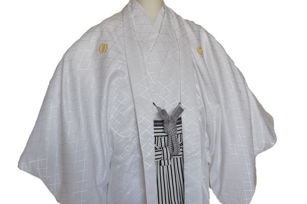 レンタル男性用white01【紋付袴】白地綸子着物に黒銀ぼかし縞はかま - 画像3