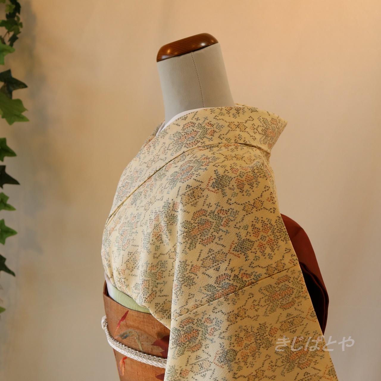 塩沢紬 アイボリーの総柄小紋 単衣