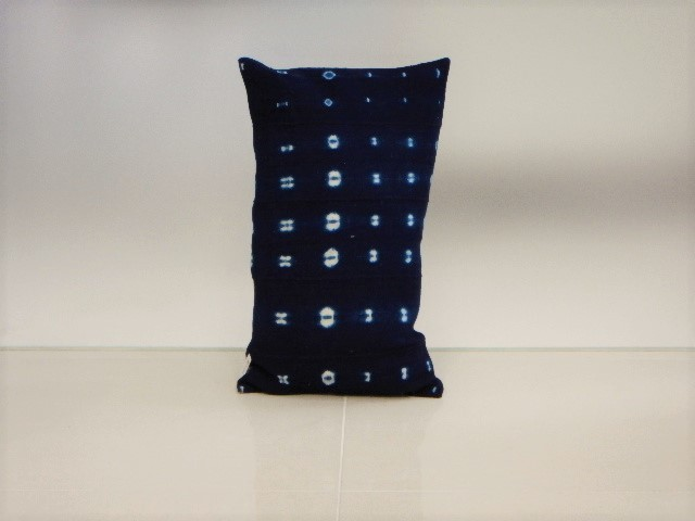 品番UC-010 Cushion [small / African Indigo Batik Tribal]
