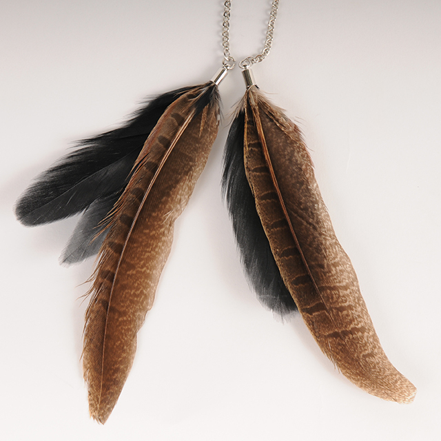 df19SM-J26 LEATHER CORD CHOKER - FEATHER