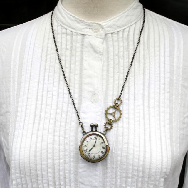 【即納】時計がま口ミニ 大きな歯車のネックレス  ローマ数字古金時計 - 金星灯百貨店