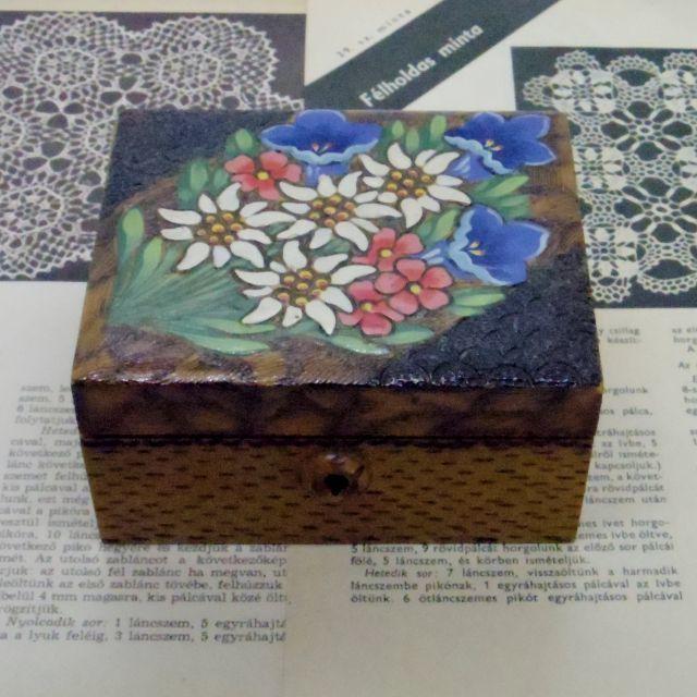 木の箱::: エーデルワイスとアルプスの花々