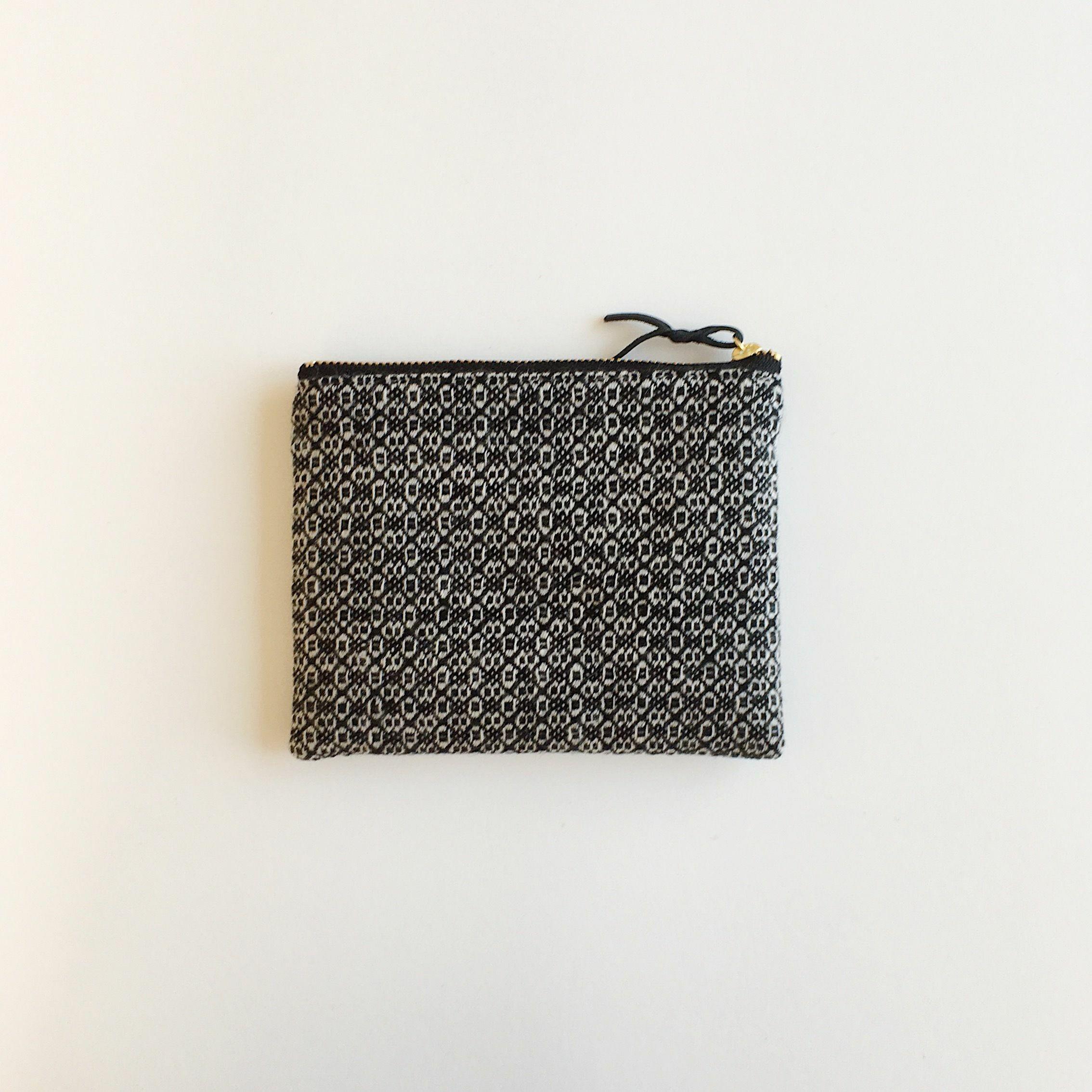 手織りウールミニポーチ(Accessory case 14cm Black Flower)