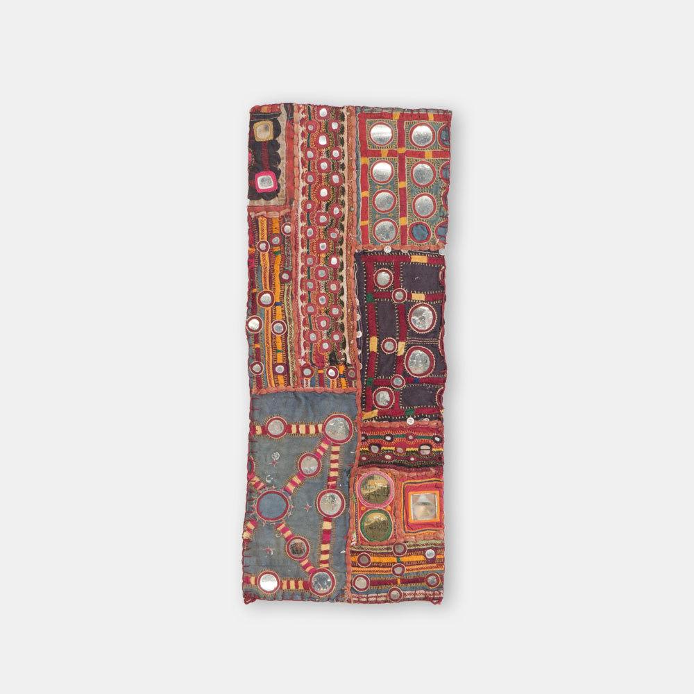 VINTAGE インドの古布 ミラーワーク手刺繍 タペストリー小 240×600mm T002