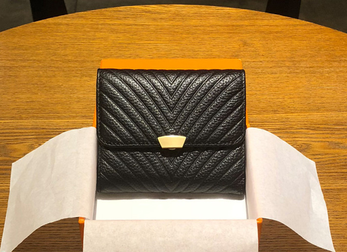 fac92212a244 財布 レディース カード入れ 交通カード入れ ポイントカード 小銭入れ プレゼント おしゃれ 女 三つ折り